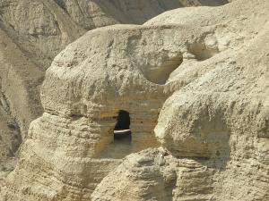 qumran-cave-of-the-first-dead-sea-scrolls-robin-coaker